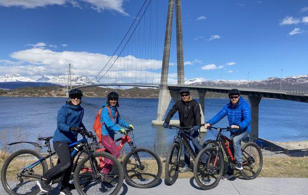Fire sykelister ved Hålogalandsbrua